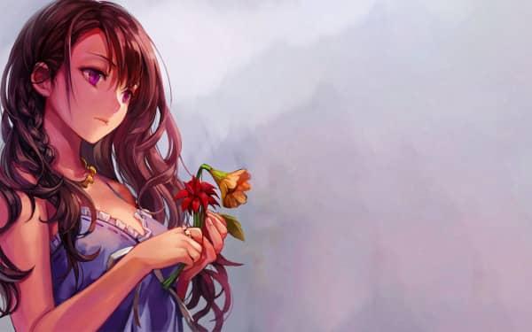 Chica bonita en vestido de dormir pensando con un par de flores casi marchitas en la mano